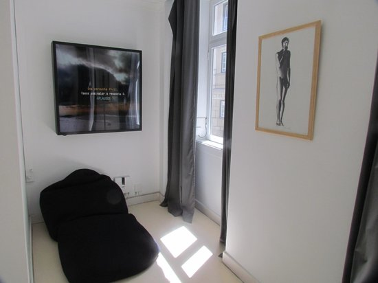 Lisbon Poets Hostel: Suíte privativa