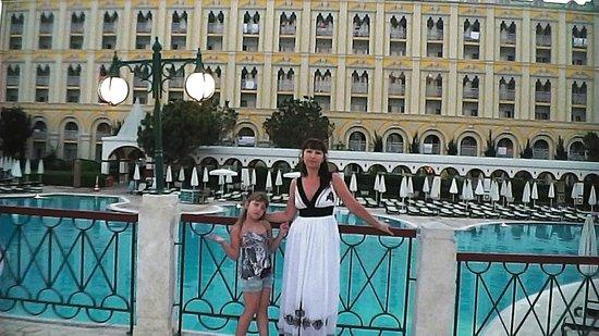WOW Kremlin Palace: На мостике перед зданием отеля