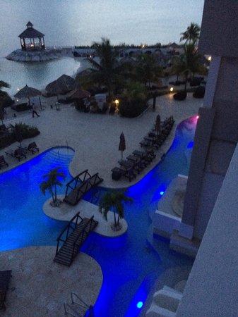 Secrets Wild Orchid Montego Bay: night pool