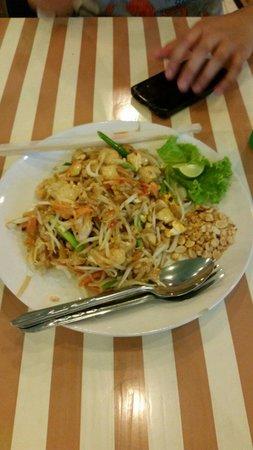 Green Bird: Delicious pad thai