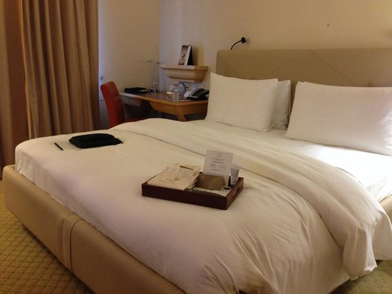 Taj Campton Place: Nice, comfortable bed