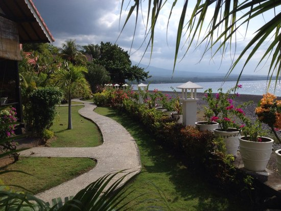 Kembali Beach Bungalows : Kembali Beach view