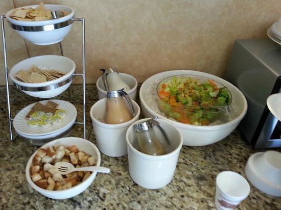 Sleep Inn & Suites: Dinner Salad