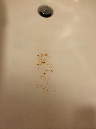Residence Inn Kansas City Olathe: Rust in the bath tub