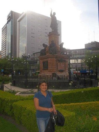 Paseo de la Reforma: Monumento a Cristobal Colon.