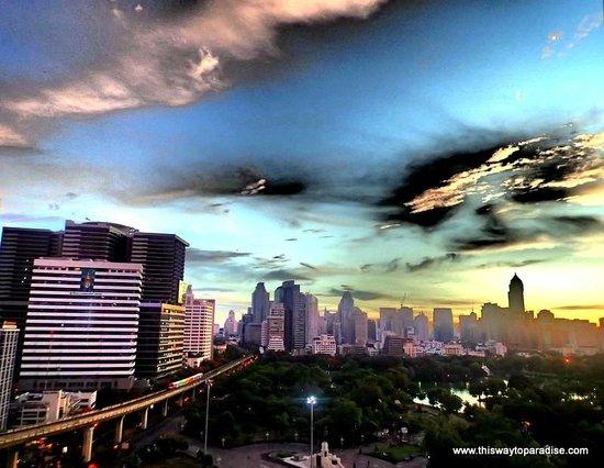 Dusit Thani Bangkok: Sunrise
