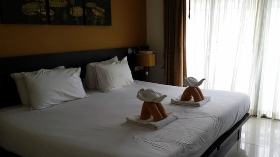 Buri Tara Resort : bed