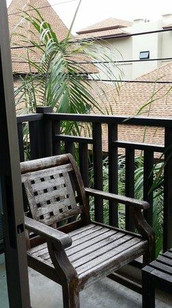 Buri Tara Resort : balcony/smoking area