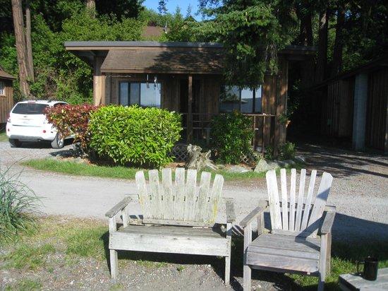 West Beach Resort: Font of cabin