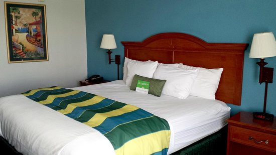 La Quinta Inn & Suites Rapid City: That heavenly bed with lots of pillows