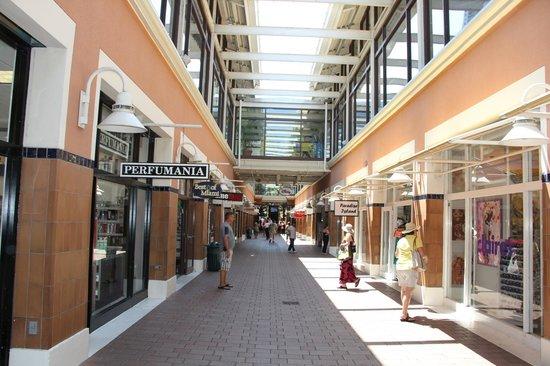 Vista interna do Bayside Marketplace