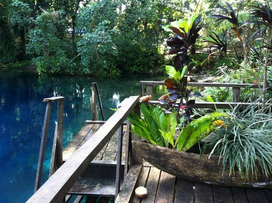 Nanda Blue Hole: staircase into the water