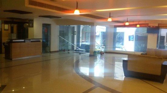 Hotel Hong Kong Inn: Lobby and reception