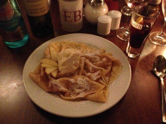 Eberts: Das war ein sehr leckerer Nachtisch: Crepes mit Äpfeln und Vanilleeis