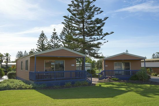 BIG4 Adelaide Shores Caravan Park: Exterior of a Deluxe Cabin, right near the beach!