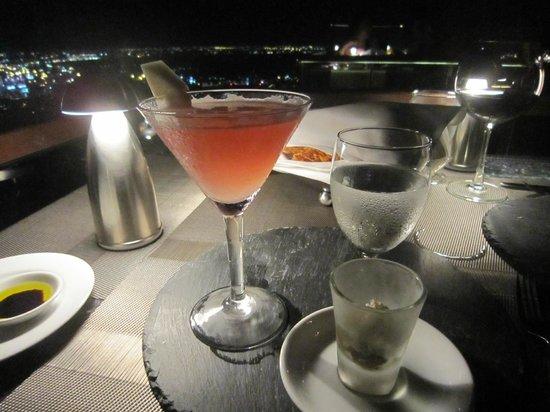 Vertigo Grill and Moon Bar: 贈送的開胃飲品