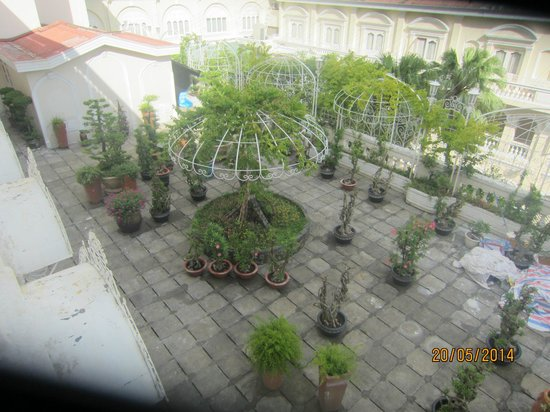Hotel Continental Saigon: Internal garden