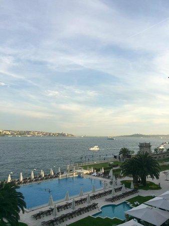 Ciragan Palace Kempinski Istanbul: Vue de la chambre 360