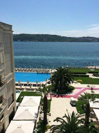 Ciragan Palace Kempinski Istanbul: Vue de la chambre 550