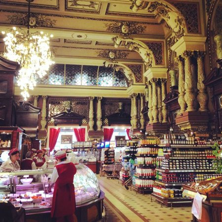 Moscow Free Tour : Beautiful ex - soviet supermarket