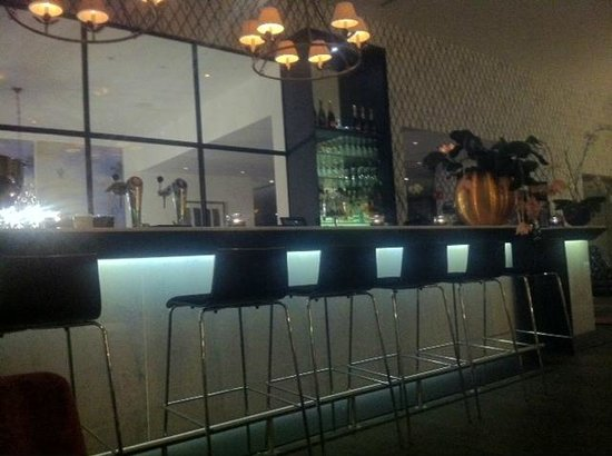 Pillows Grand Hotel Place Rouppe: Bar area at Night