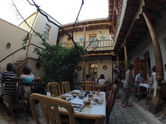 Salom Inn: Le patio de l'hôtel