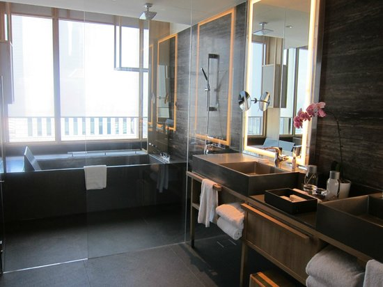 PARKROYAL on Pickering: Awesome Design Hotel
