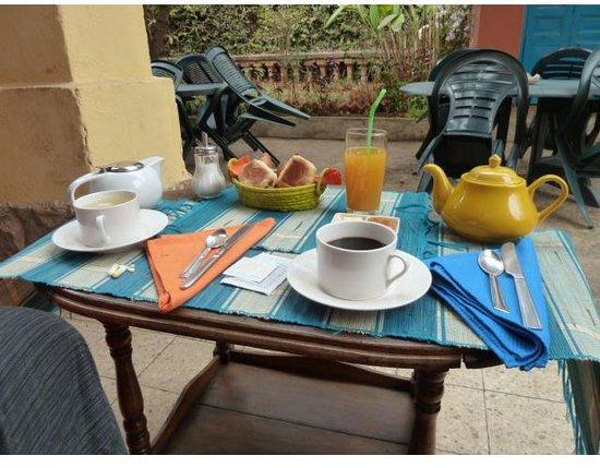 Au Jardin d'Antanimena : petit déjeuner au jardin