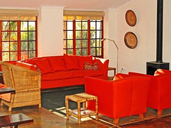 Madi a Thavha Mountain Lodge: Farmhouse lounge