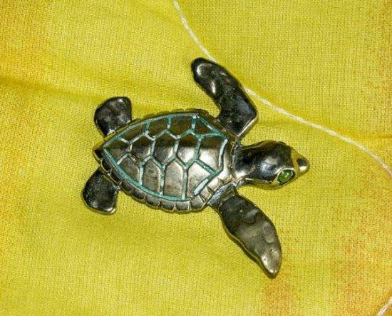 Fat Virgin's Cafe : Turtle Pendant in Bronze
