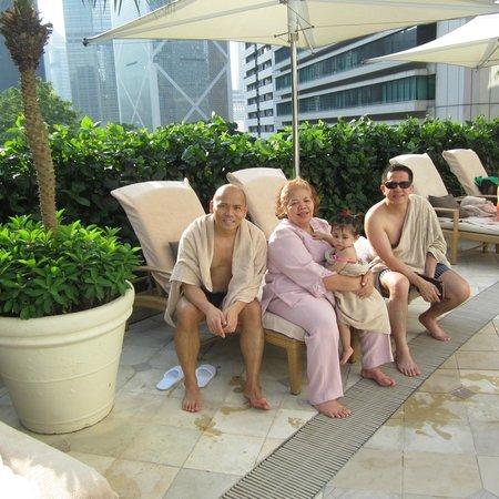 Island Shangri-La Hong Kong: The swimming pool