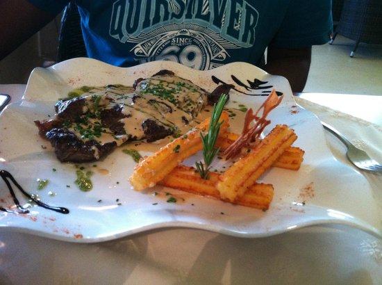 LA TERRASSE : Entrecôte sauce roquefort, churros de pomme de terre / menu 40€