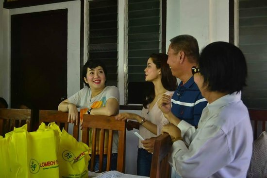 Bauang, Filippinerna: Ms. Kris Aquino & Erich Gonzales visits the farm house