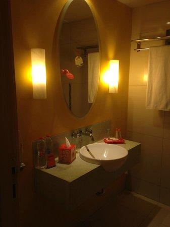 HARRIS Hotel & Conventions Kelapa Gading Jakarta : bathroom