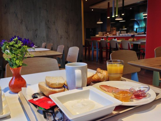 Ibis Hamburg Alster Centrum : Breakfast