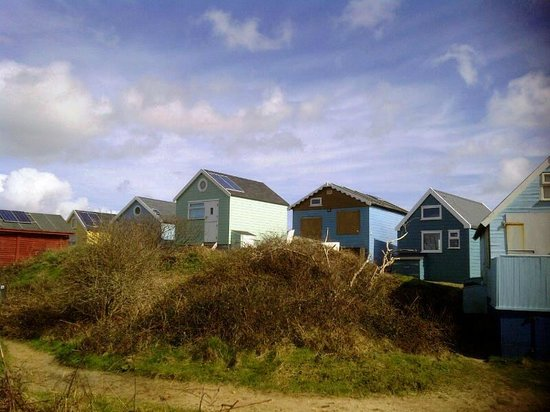Hengistbury Head : Beach houses at the Spit