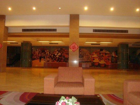 M Suites Hotel: Lobby area