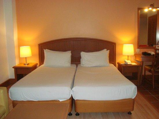 M Suites Hotel: Studio suites twin bedroom