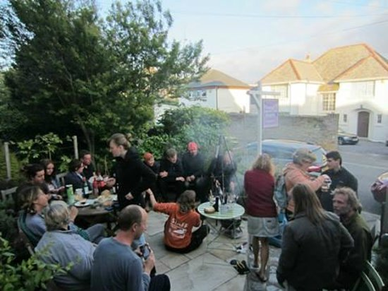 Falmouth Lodge Backpackers : bbq EVENING ON THE 27TH mAY