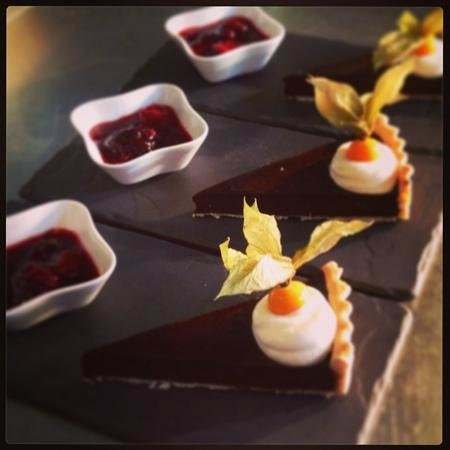 Caffi Gwynant: Homemade Chocolate Tart with Summer Berry Compote