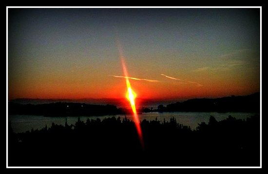 Vouliagmeni Suites : sunset at Vouliagmeni