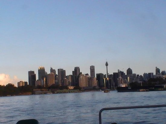 Shangri-La Hotel Sydney: Ferry ride, takes to Harbour 10 min walk from hotel