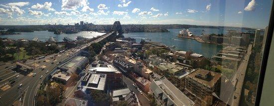 Shangri-La Hotel Sydney : Looking out the window!