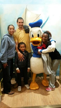 Disney's Newport Bay Club : En Newport bay club con Donald!!