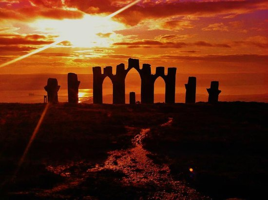 Invergordon Tours: Fyrish Monument (Gary Bruce)