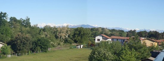 Guest House Residence : View of the alps from the veranda