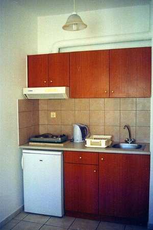 Matheos Apartments: Kitchen area