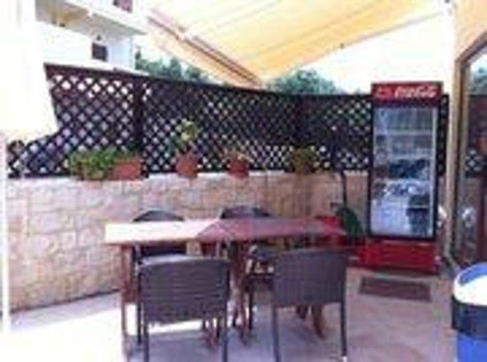 Matheos Apartments: Drinking corner