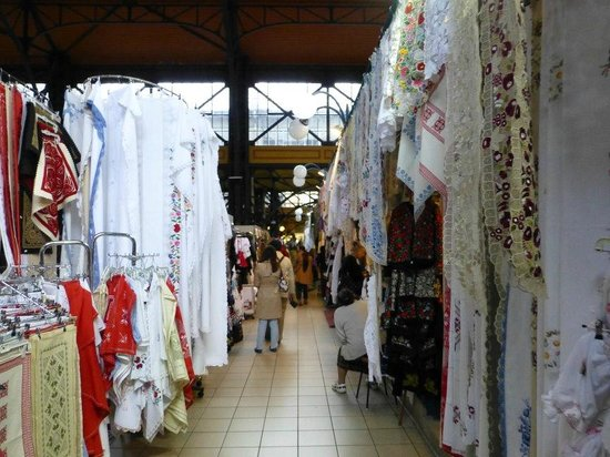 Central Market Hall : Hand-Made Laces, Covers and Costumes.