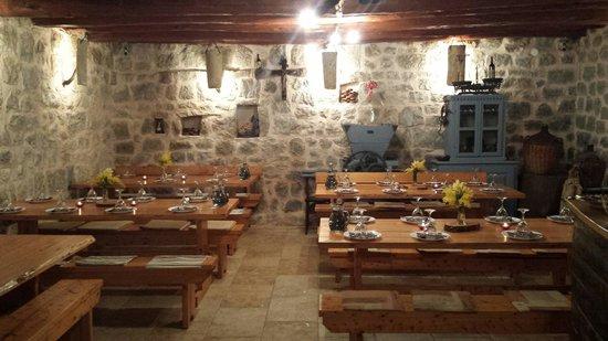 Konavle Apartments Zlatovisce: DINNER AT TAVERN ZLATOVISCE